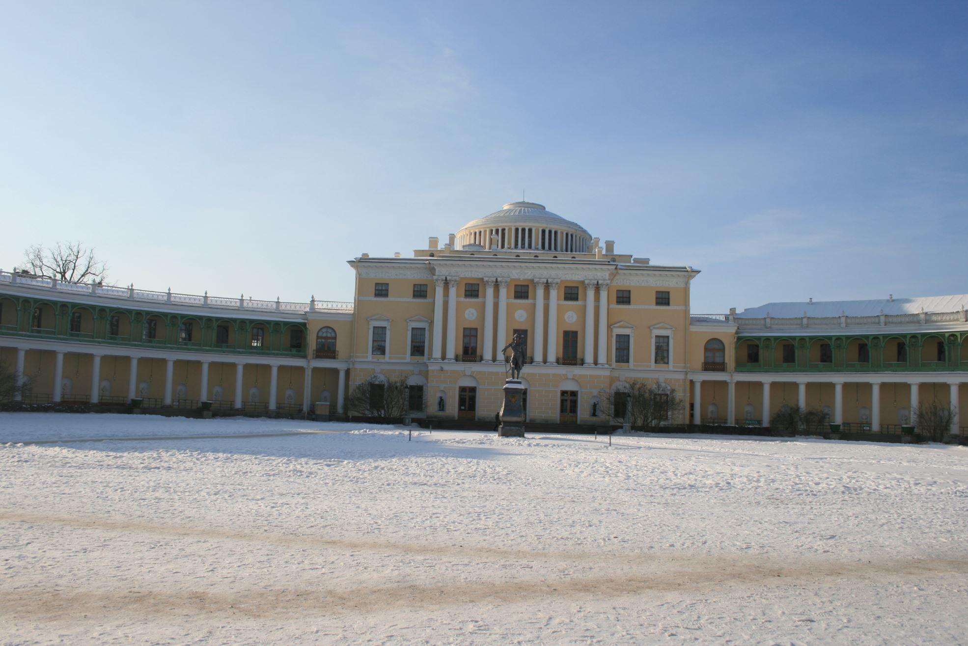 Pavlovsk palace in winter